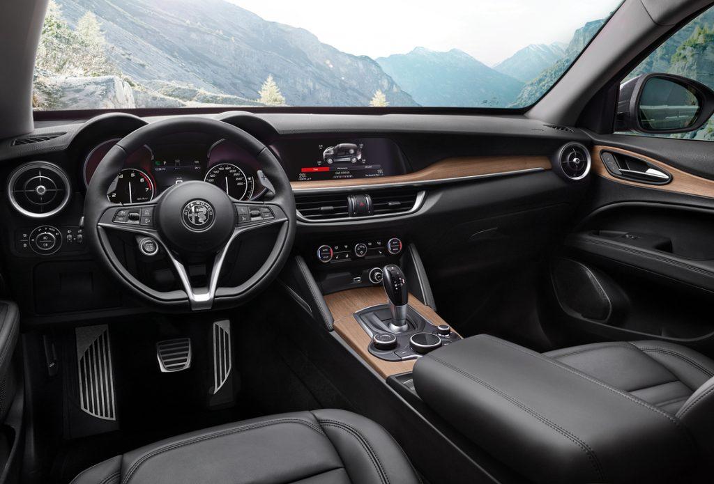 Alfa Romeo Stelvio Интерьер